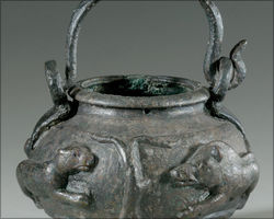 Bronze vessel for bath oil