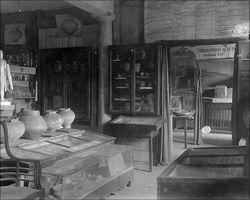 Aschaffenburg, Stiftsmuseum, View of the permanent exhibit (c. 1910)